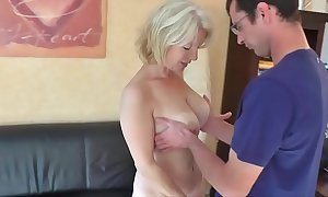 Milf gets light of one's life with an increment of cum close by her pain in the neck stranger crony