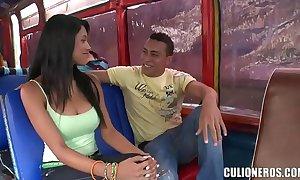 Morenita colombiana folla en un trainer