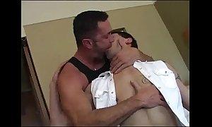 Pa breeds his juvenile man (dads-lap.blogspot.com)