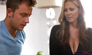 Halle von & julia ann - mommy shows say no close to lady even so close to make the beast with two backs