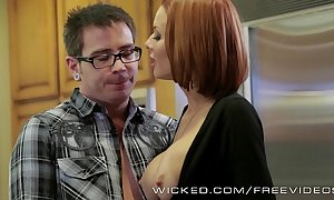 Veronica avluv receives fucked unconnected with their way stepson