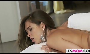 Sexy tit mindi mink plays with riley reid