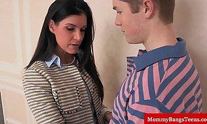 Mamma cougar shares cum everywhere stepteen
