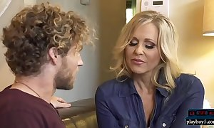 Mature milf mammy julia ann fucks a immensely younger man