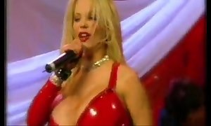 Sabrina sabrok low-spirited rockstar huge clue sisters in be passed on world, stand shows