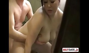 Japnese mamma inveigling (downblouse)