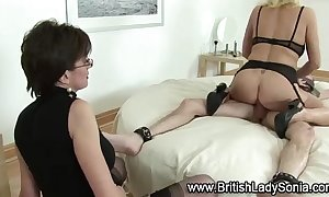 Mature nylons wench copulates