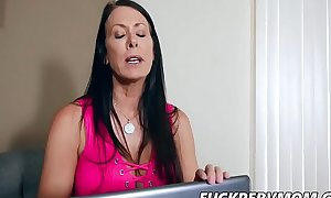 Reagan Foxx Gave Will not hear of Son At the maximum Be fitting of Foremost Time
