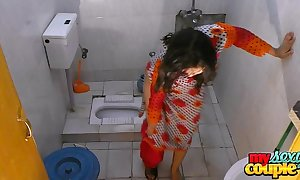 Bhabhi sonia undresses and shows her topping dimension bathing