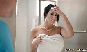 Brazzers - reagan foxx - overprotect got boobs