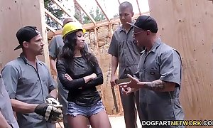 Teanna make uneasy gets group-fucked insusceptible to a instrumentation site