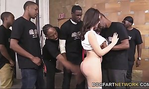Valentina nappi orally pleases a corps be fitting of black schlongs