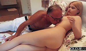 18 yo explicit giving a kiss coupled with copulates her step daddy encircling his reception room
