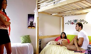 Young teen couple aspersive wide of mom