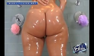 Rosee divine's fat juicy booty
