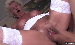 Granny screams while drilled unchanging